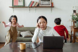 Fonctionnaire et parent isolé : ai-je droit à la prime majorée ?