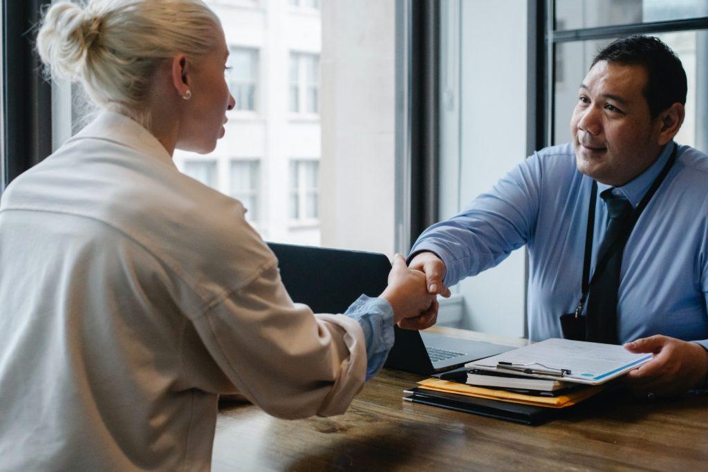 Quelles sont les démarches à effectuer auprès de son employeur ?